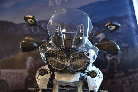 Can canh Triumph Tiger 800 2019 - doi trong cua BMW F800 GS hinh anh 6