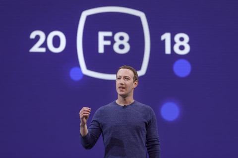 Muon nguoi ta tin Facebook, Mark Zuckerberg nen tu chuc hinh anh 1