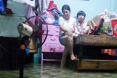 Nguoi dan Quang Nam trang dem chay lu hinh anh 4