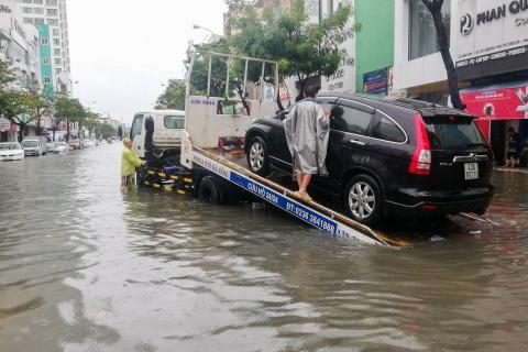 Mưa lớn tiếp tục đổ xuống, Đà Nẵng lại ngập sâu