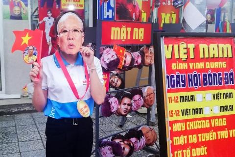 Nuoc rut, co dong vien Da Nang xuong duong tiep lua cho tuyen Viet Nam hinh anh