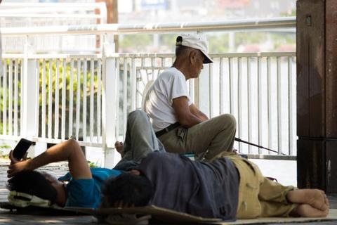 Nong nhu chao lua, nguoi dan Da Nang chui gam cau nghi trua hinh anh 8