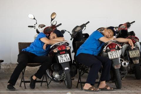 Nong nhu chao lua, nguoi dan Da Nang chui gam cau nghi trua hinh anh 3