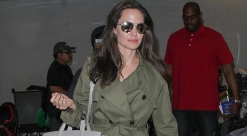 Angelina Jolie huong ung trao luu tui xach doi hinh anh