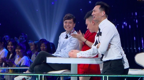 Trinh Thang Binh duoc 'tha thinh' o game show Ca si tranh tai hinh anh