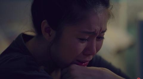 Gao nep gao te: Le Phuong bi me hat hui, an tan gia trong nuoc mat hinh anh