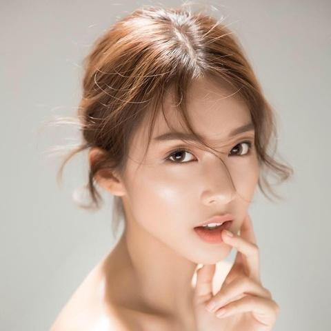 Nhung chiec cam V-line dang ghen ty cua hot girl Viet hinh anh 4