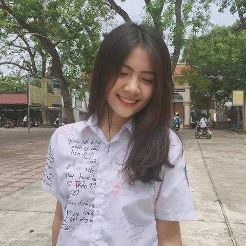 Nhung chiec cam V-line dang ghen ty cua hot girl Viet hinh anh 6