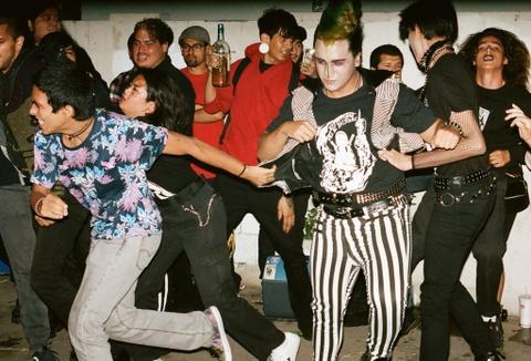 Gioi tre My dam me punk rock: 'Ngong', noi loan va kho duoc chap nhan hinh anh 7