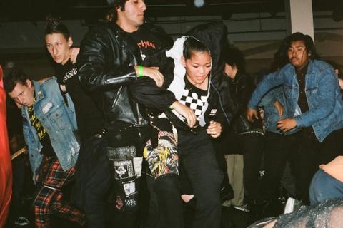 Gioi tre My dam me punk rock: 'Ngong', noi loan va kho duoc chap nhan hinh anh 1
