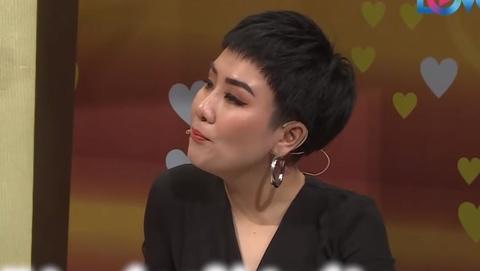 Ca si Huynh Tu 'ke xau' chong kem 5 tuoi tren song truyen hinh hinh anh
