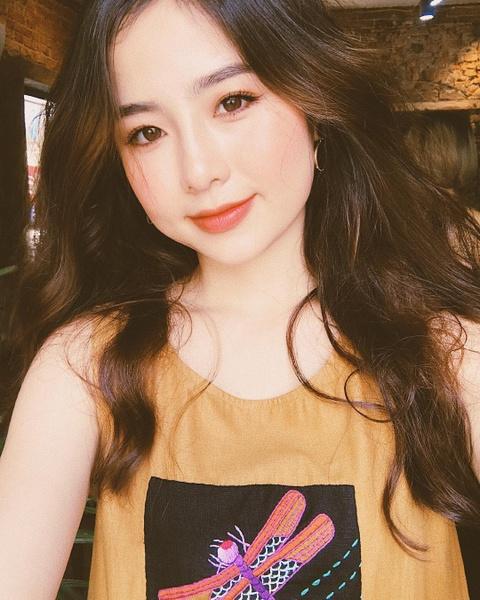 Hot girl tuoi Hoi: Nguoi hanh phuc ben chong, ke theo nghiep dien xuat hinh anh 10