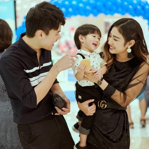 Hot girl tuoi Hoi: Nguoi hanh phuc ben chong, ke theo nghiep dien xuat hinh anh 8