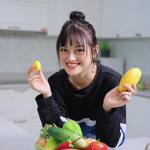 Hot girl tuoi Hoi: Nguoi hanh phuc ben chong, ke theo nghiep dien xuat hinh anh 14