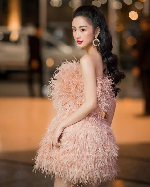 Hot girl tuoi Hoi: Nguoi hanh phuc ben chong, ke theo nghiep dien xuat hinh anh 20