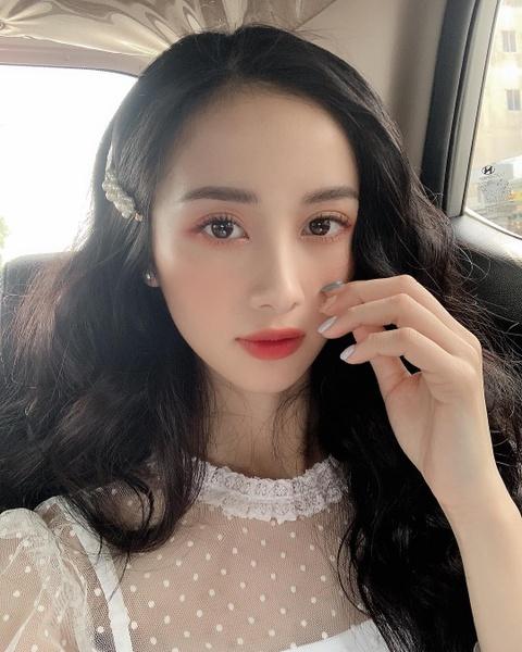 Hot girl tuoi Hoi: Nguoi hanh phuc ben chong, ke theo nghiep dien xuat hinh anh 18