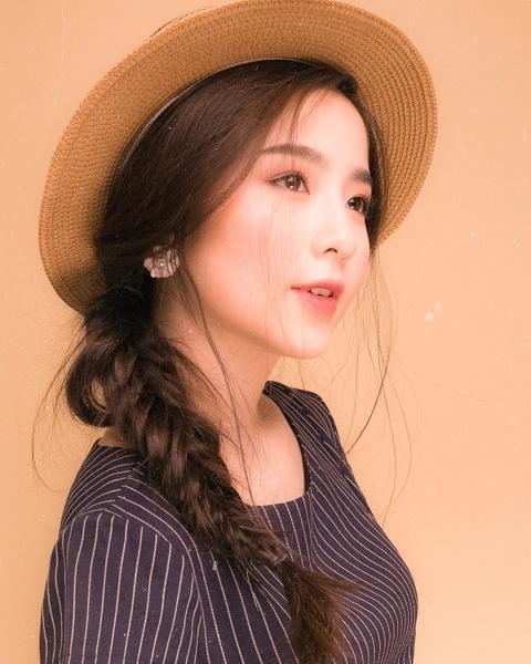 Hot girl tuoi Hoi: Nguoi hanh phuc ben chong, ke theo nghiep dien xuat hinh anh 9