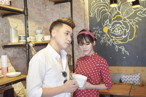 Vlogger Huy Cung: 'Chua tung yeu co gai nao tuyet voi nhu vo' hinh anh 5