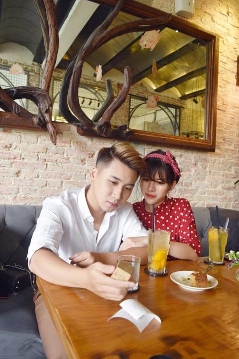 Vlogger Huy Cung: 'Chua tung yeu co gai nao tuyet voi nhu vo' hinh anh 6