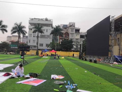 Màn hình cỡ lớn phục vụ chung kết AFF Cup dựng khắp Hà Nội