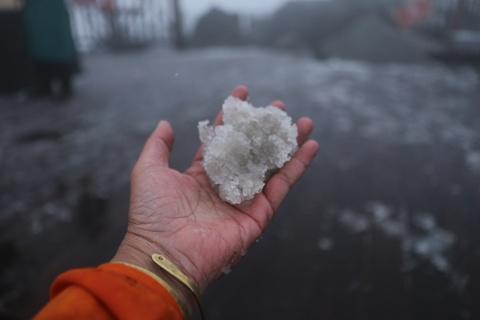Vì sao Sa Pa bất ngờ có tuyết rơi giữa tháng 2?