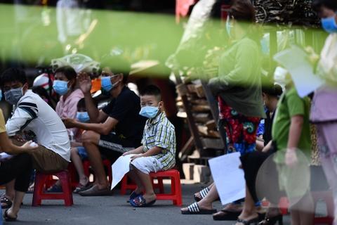 Thêm 28 ca nhiễm mới, các địa phương khẩn cấp phong tỏa, truy vết