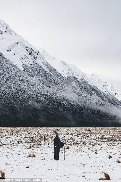 Chang trai di khap New Zealand trong trang phuc phu thuy hinh anh 7