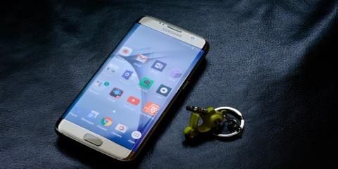 Cam bien van tay cua Galaxy S8 duoc dat canh camera sau hinh anh
