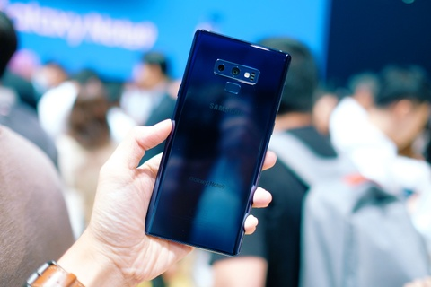 Anh chi tiet Galaxy Note9 vua ra mat: To, sac sao va thong minh hon hinh anh 2
