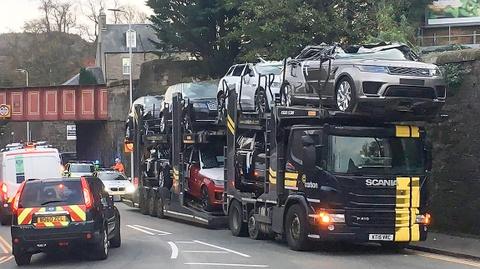 Tai nan hy huu, loat Jaguar va Range Rover bien thanh xe mui tran hinh anh