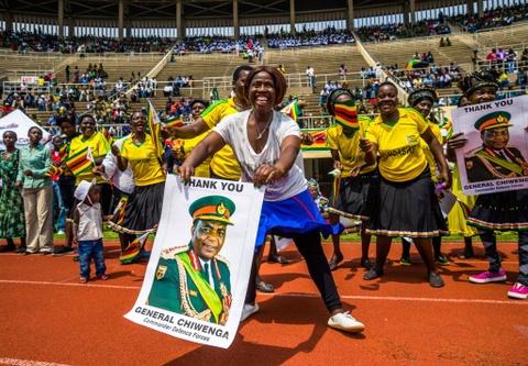 Song ngam quyen luc phia sau tong thong 'Ca sau' cua Zimbabwe hinh anh 5