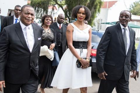 Song ngam quyen luc phia sau tong thong 'Ca sau' cua Zimbabwe hinh anh 1