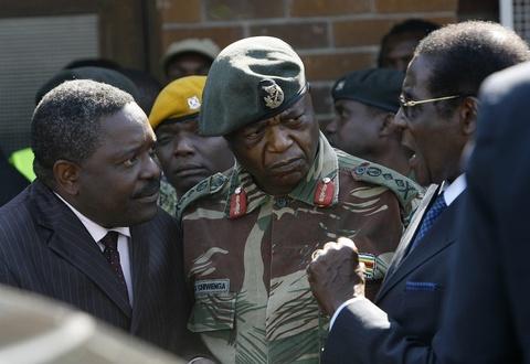 Song ngam quyen luc phia sau tong thong 'Ca sau' cua Zimbabwe hinh anh 6