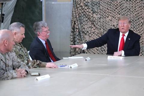 Tong thong Trump bat ngo den tham quan doi My o Iraq hinh anh 7