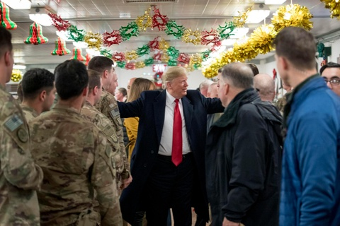 Tong thong Trump bat ngo den tham quan doi My o Iraq hinh anh 8