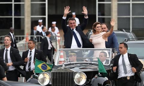 'TT Trump' cua Brazil nham chuc, keu goi loai bo tham nhung hinh anh 1