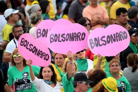 'TT Trump' cua Brazil nham chuc, keu goi loai bo tham nhung hinh anh 11
