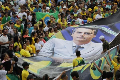 'TT Trump' cua Brazil nham chuc, keu goi loai bo tham nhung hinh anh 3