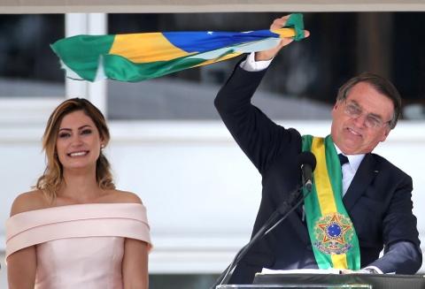 'TT Trump' cua Brazil nham chuc, keu goi loai bo tham nhung hinh anh