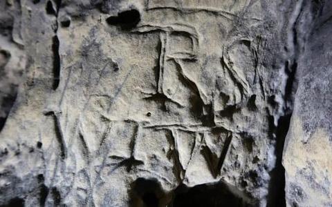 Tìm thấy 'dấu trừ tà của phù thủy' trong hang động ở Anh