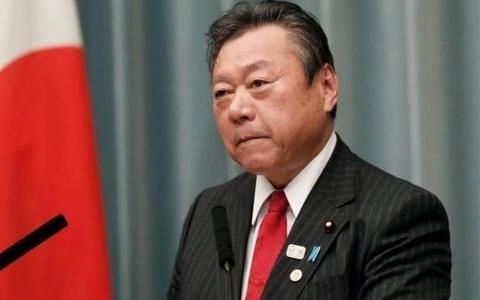 Bộ trưởng Nhật Bản xin lỗi vì muộn họp 3 phút