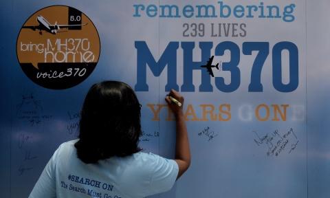 5 nam MH370 - nhung gia thuyet ve bi an lon nhat lich su hang khong hinh anh 1