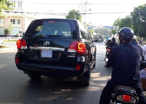 Dak Nong ban 2 xe sang doanh nghiep tang nop ngan sach hinh anh