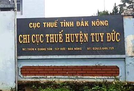 tien thuong cho can bo hinh anh
