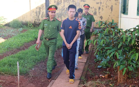 Bat 3 thanh nien tu Ha Noi vao Dak Nong cho vay nang lai hinh anh