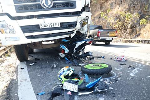 Phượt thủ tông trực diện ôtô trên đèo Bảo Lộc đã tử vong