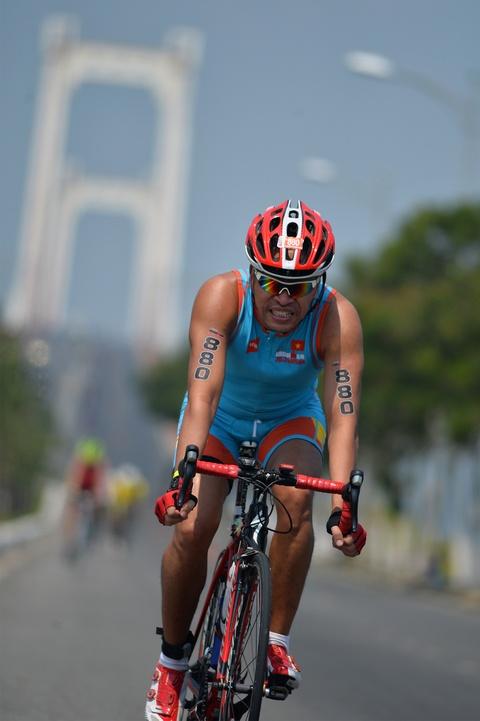 Khoanh khac an tuong Ironman 70.3 2016 tai Da Nang hinh anh 10