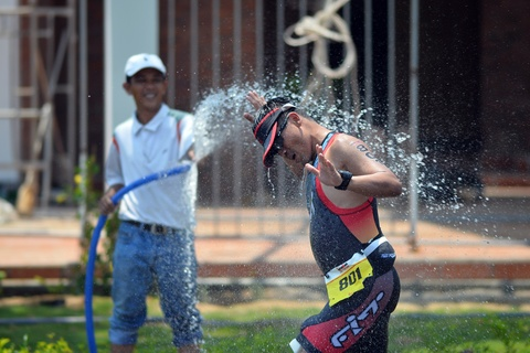 Khoanh khac an tuong Ironman 70.3 2016 tai Da Nang hinh anh 14