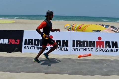Khoanh khac an tuong Ironman 70.3 2016 tai Da Nang hinh anh 16