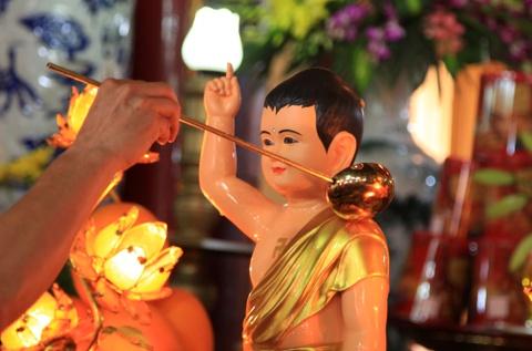 Chu tich nuoc dang huong mung dai le Phat dan hinh anh 7